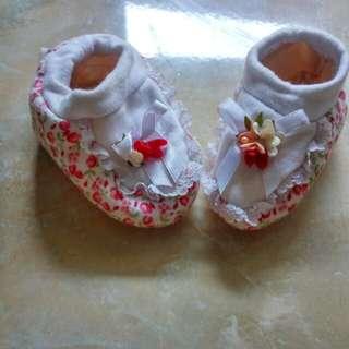 Sepatu bayi banana