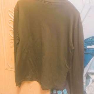 🚚 深綠色內衣服