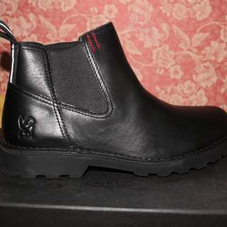 Clarks chelsea boots bnew