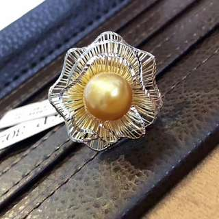 新款 春暖花開🌸 花苞戒指10mm頂級顏色 南洋金珠茶金色極濃色澤😍 18K金意大利工藝 很有層次感。