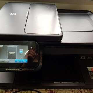 Hewlett Packard (HP) 4-in-1 Photosmart 7520 Printer