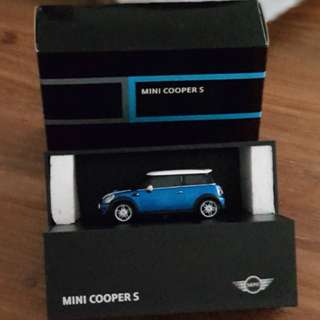 mini cooper s scale model miniature R56 autoart 1/43 1:43 collectible blue diecast die-cast