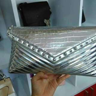Tas atau clutch glossy
