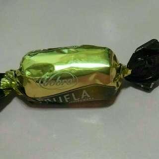 斯滑巧克力有四顆