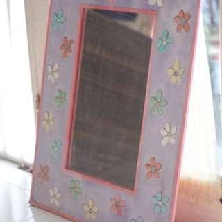 Cermin ungu bunga-bunga