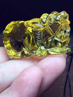 Natural yellow crystal for the wealth of the shadow of the pendant.