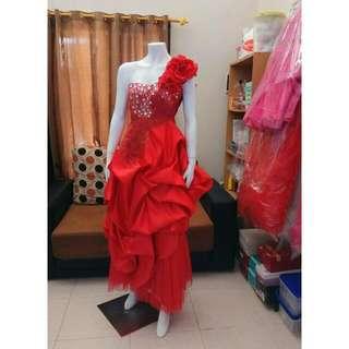 Gaun pesta merah  Size bisa M sampai L  Baru 1x pakai