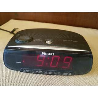 Philip AJ3120 AM FM Radio Digital Alarm Clock