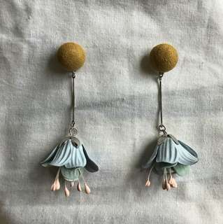Pastel floral dangling earrings