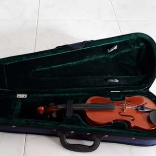 1/4 violin with case