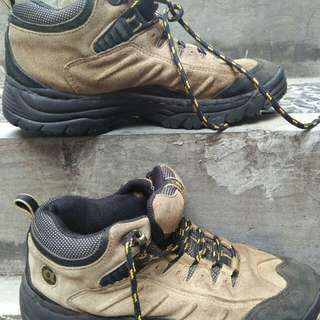 Sepatu gunung merk air walk size 38