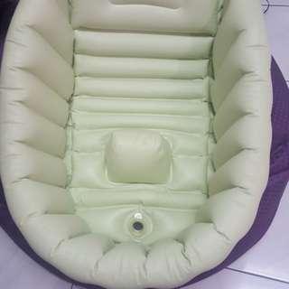 Baby inflatable bath tub
