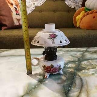 Porcelain kerosene lamp