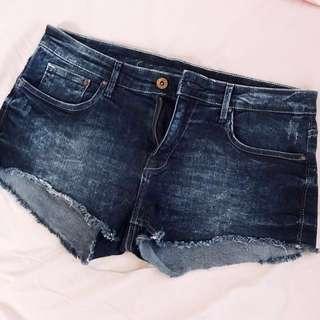 H&M midwaist shorts