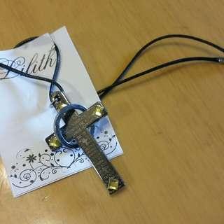 包郵特價 銀色十字架文字綠色閃石仿皮繩頸鏈/項鏈
