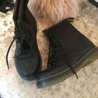 Black boots doc Martin new
