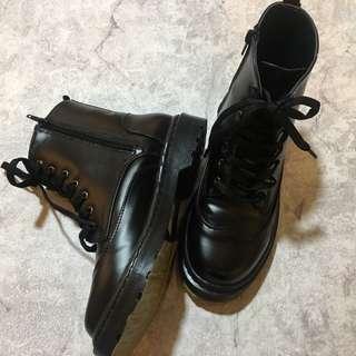 超軟底軍靴零售出清
