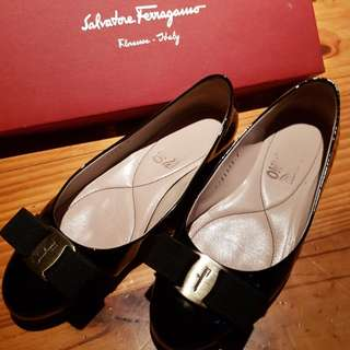 *Reduced* Salvatore Ferragamo 'Varina' flats 5C