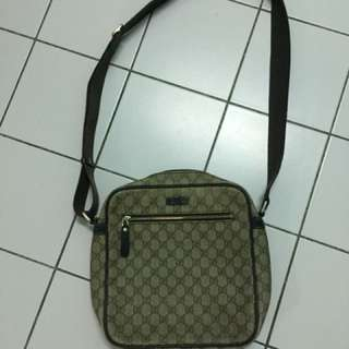 Gucci shoulder/ messenger