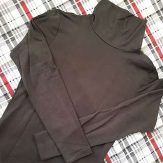 Uniqlo dark green turtle neck heat tech extra warm