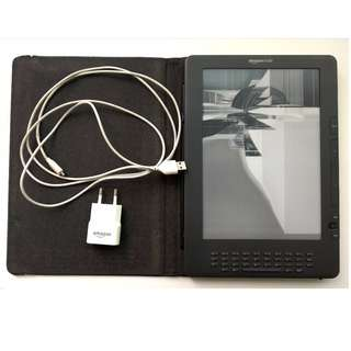 "Kindle DX Wireless Reading Device, Free 3G Works Globally, Graphite, 9.7"" Display, screen dead"