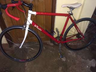 Btwin road bike italy red and white aluminum Alloy swap or sell