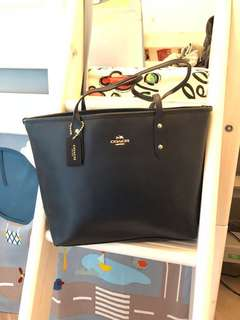 Coach leather tote bag with zipper