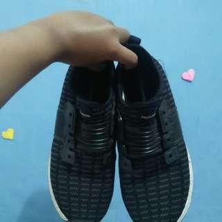 Sepatu tomkins running