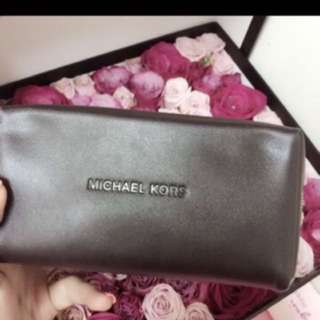 New michael kors pouch