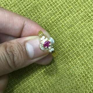 18 karat candy inspired ring with diamonds and pink stone 2.9 grams