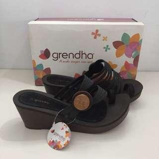 🚚 Grendha 巴西尺寸37(羅馬釦式線條 楔型拖鞋-黑色)