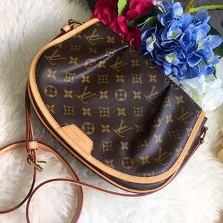 💕Good Deal!💕 Like New Condition Louis Vuitton LV Menilmontant PM in Monogram GHW