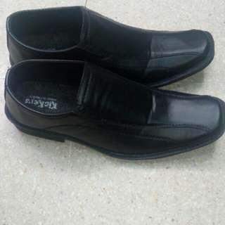 Sepatu pantofel slip on pria