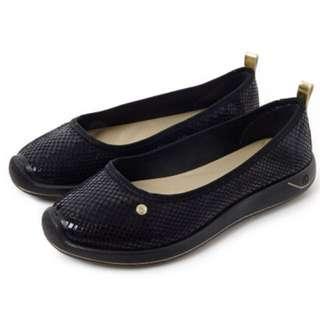 🚚 Grendha 巴西鞋 巴西尺寸35,36 ,37(運動風舒適麟紋樂福鞋-黑色)