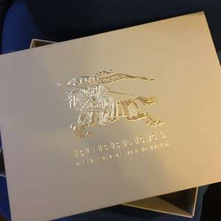 Burberry paper box gift box