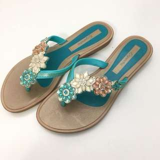 Grendha 巴西尺寸35,36,37(粉彩晶鑽花朵時尚夾腳平底拖鞋-土耳其綠)