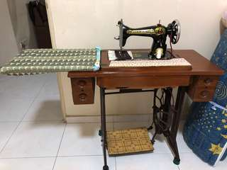 Vintage sewing machine (manual)