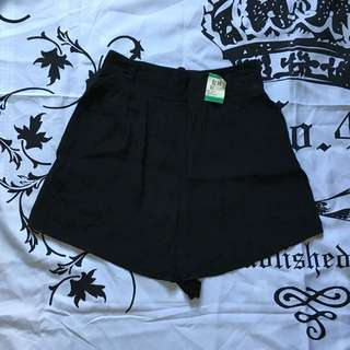 HW Black Short