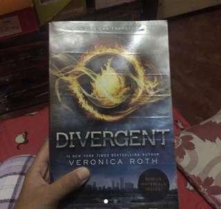 Divergent [Book 1]