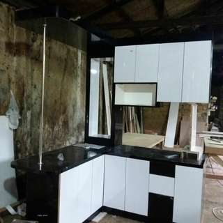Kitchen set mini bar hitam putih minimalis