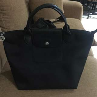 Longchamp planetes black