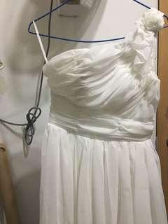全新白色玫瑰花斜膊輕婚紗or 姊妹裙