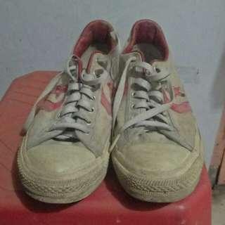 Converse belel putih merah size 41.5