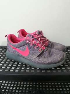 REPRICED! Authentic Roshe Run Magenta Pink