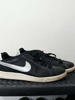 REPRICED! Authentic Nike Black/Silver Size 7