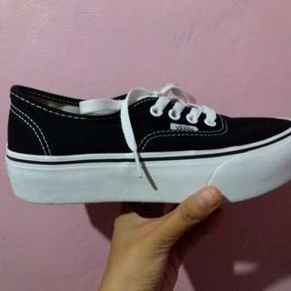 VANS AUTHENTIC PLATFORM (BLACK AND WHITE)