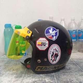 Helmet magnum