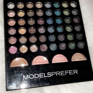 Eyeshadow and bronzer palette