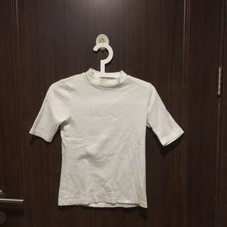 UNIQLO WHITE TURTLE NECK SHIRT