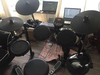 Electronic USB Drum-kit Alesis DM6 like new